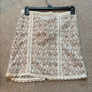 White and tan pattern mini skirt